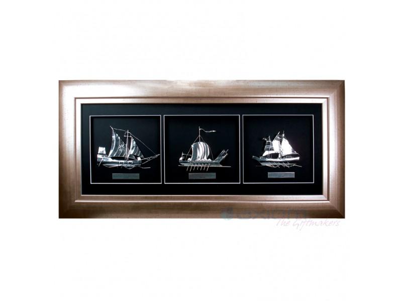 Ασημένια καράβια σε κορνίζα